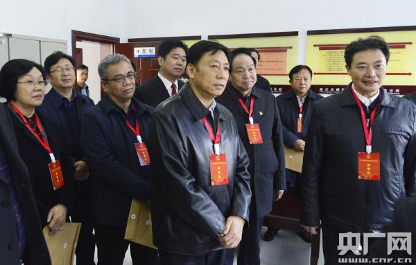 张维宁带领驻豫全国人大代表到商丘市视察产业结构升级