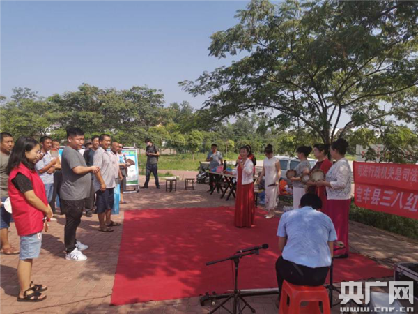 宝丰县石桥镇:乡村大舞台 普法宣传来